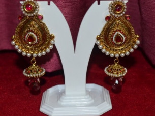 Elegant look Trendy Design Earring..
