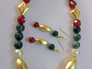 Traditional Look Pearls Beaded Necklace Jewelry Set..