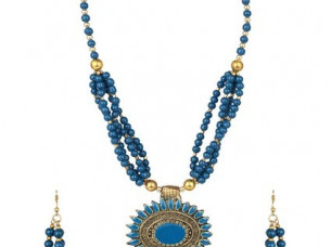 Attractive Party wear Beaded Necklace Set..
