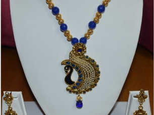 Beautiful Necklce Set with Pearls..