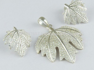 Amazing Look of Leaf Shape White CZ 925 Sterling Silver Je..