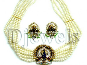 Natural Pearl Gold Necklace Set..