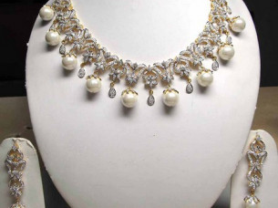 Beautiful Diamond Pearl Necklace Set..