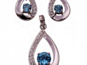 Blue Topaz 10k Gold Pendant Set..